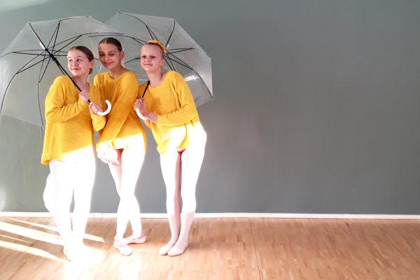 Baletti 5 -ryhmä treenaa